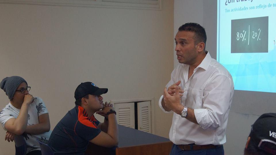 Pablo Rubio dictó conferencia para los tutores del Uno con Uno